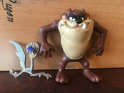 OFFICIAL LOONEY TUNES NEW TAZMANIAN DEVIL ROUND PIN BADGE