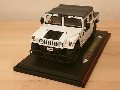 Maisto Diecast 1:18 Scale Hummer H1 SUV Soft Top 2000 White Edition USA + stand