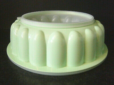 VINTAGE AUSTRALIAN TUPPERWARE LARGE GREEN PLASTIC JELLY MOULD with LID & BASE
