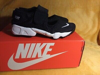 Nike Rift Size 2.5 UK black and white.new in box, Velcro fasten at front / back.