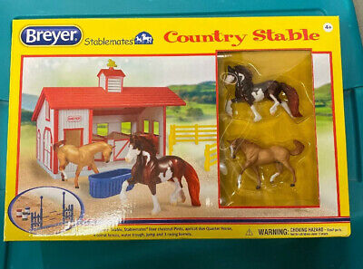 Breyer Stablemates Country Stable With 2 Horses  New