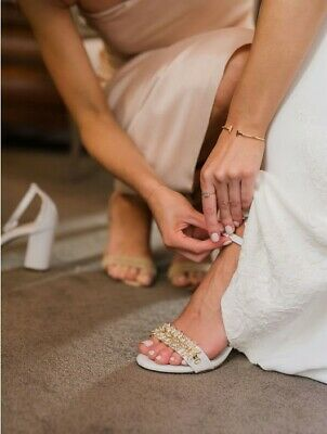 WEDDING SHOES - White w/ Gem Decoration (EUR40)