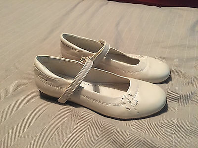 Girls Clarks Off White Leather Flats Shoes Size 2.5 Narrow Fit Wedding Shoes