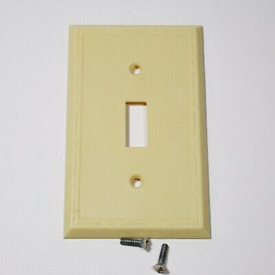 LEVITON Single switch plate mid century Ribbed Ivory Bakelite NOS with screws