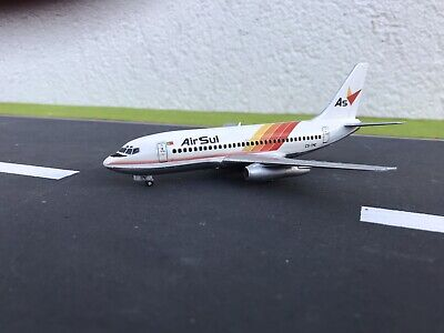 Hogan Wings Boeing 737-800WW ROCAF with wooden stand Scale 1 Taiwan Air Force