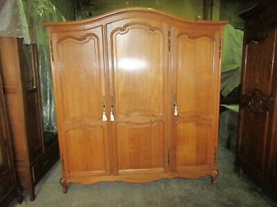 Pretty French light oak Louis xv 3 door armoire,good quality wardrobe,Flat packs