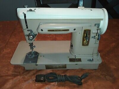 Vintage Singer Sewing Machine Model 404 Runs Great