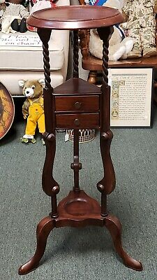 Circa 1880 English Victorian Queen Anne Style Mahogany Wash Stand