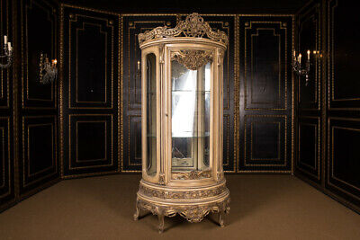High Quality French Cabinet in Louis Quinze Style