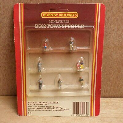 Hornby R562 OO Gauge Townspeople People Figures for Model Railway Sealed on Card