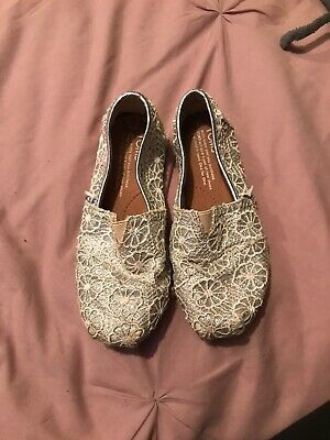 Girls Toms shoes size Y1