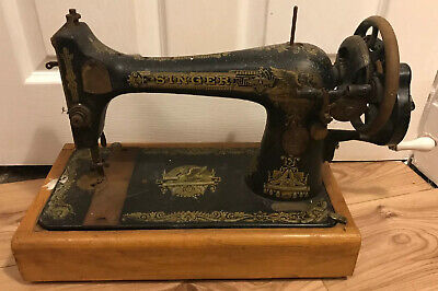 Lovely Vintage Hand Crank Singer Sewing Machine on Wooden Base, Display Piece