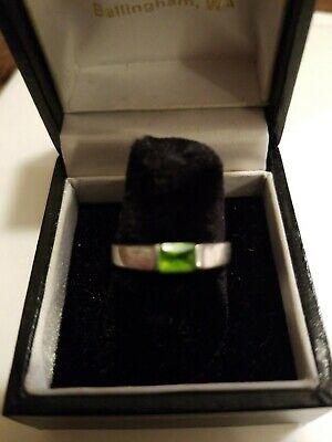 Vintage sterling silver peridot ring size 7.