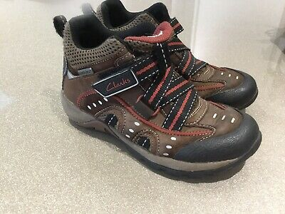 Boys Clarks Boots Infant Size 9.5F  Brown Goretex
