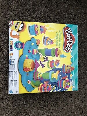 Play-Doh Cupcake Celebration Playset - used - no playdoh included