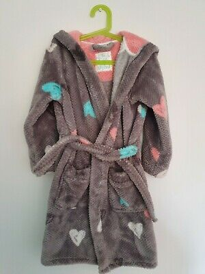 Girls grey Heart Dressing Gown from tu aged 5-6 years great condition