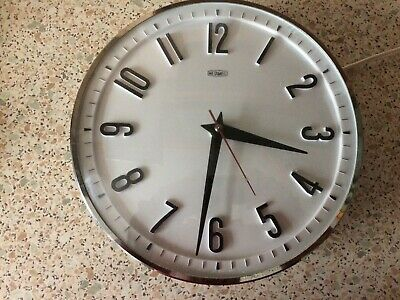 Vintage 1960'S Metamec White Electric Retro Collectible Wall Clock - Working