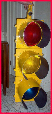 Working METAL Traffic Signal Stop Light-WIRED w/SEQUENCER, LED LENS
