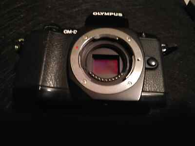 Olympus OM-D E-M10  excellent condition, mode dial broken- stay in aperture mode