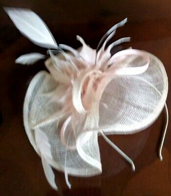 Lovely peachy pink fascinator by DEBUT with feather detailing *wedding/races*