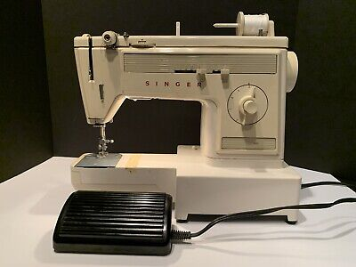 SINGER 1022 Free-Arm Sewing Machine Model with Foot Pedal and Carrying Case