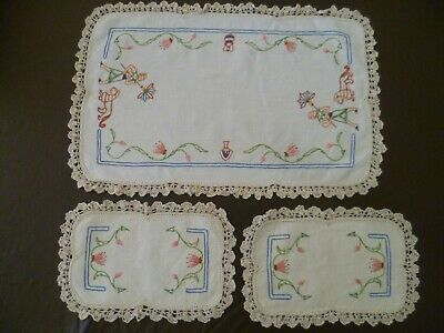 Vintage Duchess Set Linen Hand Embroider Egyptian Theme Lotus Lion Doilies Rare