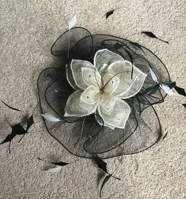 Mad Hatters . Fascinator . Black And White. On Comb . Bnwt. Rrp £120