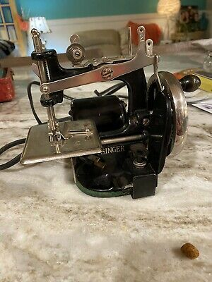 Vintage Singer Miniature Sewing Machine Childs Metal Electric Antique