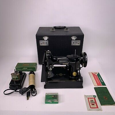 Singer 221-1 Featherweight Sewing Machine, Case, & Accessories 1950 SN AJ637297