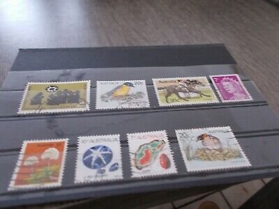 8 Timbres Australiens Obliteres