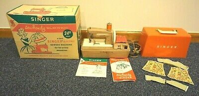 Vintage Singer Sewhandy Model 50D Child's Electric Sewing Machine 1962    #01976