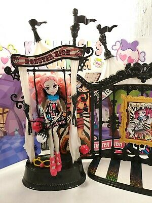 💕Monster High Freak du Chic Circus Scaregrounds & Rochelle Goyle Doll Playset💕