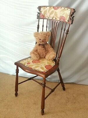 Pretty Arts & Crafts Carved Spindle Back Mahogany Chair
