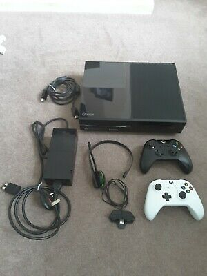 Microsoft XBOX ONE 500gb Video Games Console inc. 2x controllers and headset