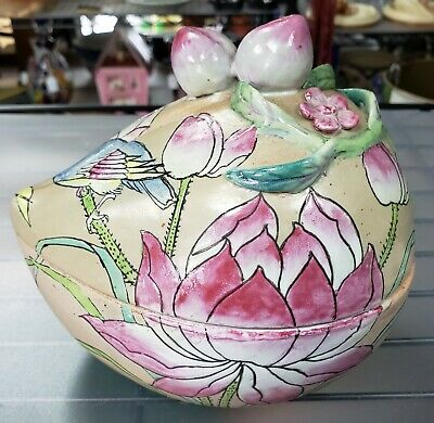 19th Century Chinese Famille Rose Canton Porcelain Peach-Form Presentation Box