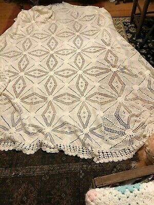 Antique Crochet Coverlet (late 1800s to early 1900s)