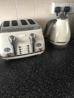 Cream Delonghi Toaster And Kettle