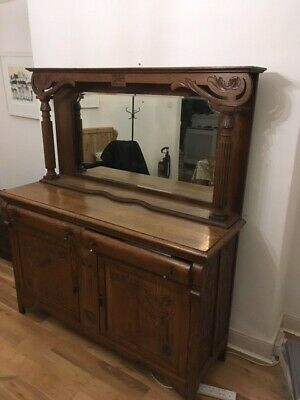 Beautiful oak dresser / sideboard with mirrored top with drawers and 2 cupboards