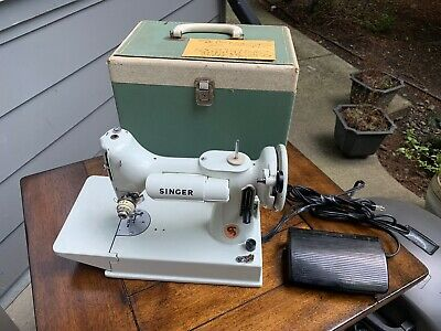 Vintage Singer Featherweight Model 221K Portable Sewing Machine
