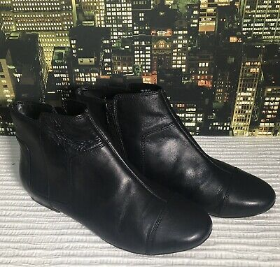 Women's Clarks Ankle boots size 5 Black Leather
