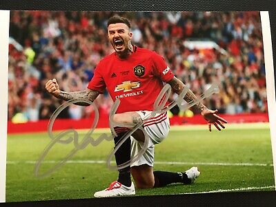 David Beckham Hand Signed Autograph Photo - Man Utd & England Footballer