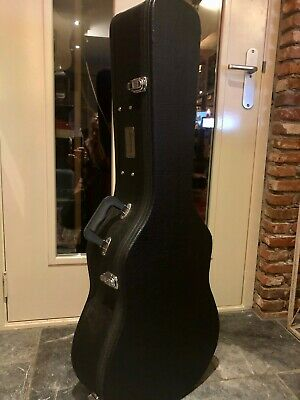 Eastman acoustic guitar hardshell case with lock