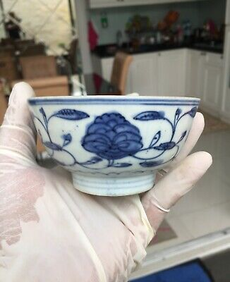 A RARE Old and Antique Chinese Ming Dynasty  Blue and White Small Porcelain Bowl