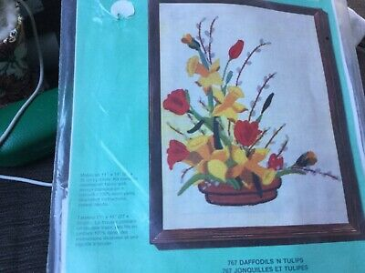 CREWEL EMBROIDERY PICTURE KIT Daffodils and Tulips NWOT Unwanted gift