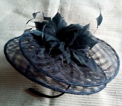Lovely navy blue fascinator with feather/diamante detailing *wedding/races*
