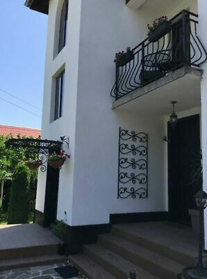 large 8 bedroom villa guest/town house, private & central, up and coming town