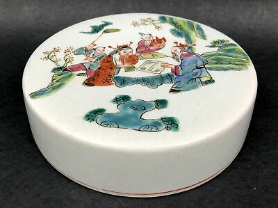 Chinese Famille Rose Round Lid 19th Century (清粉彩人物罐盖)
