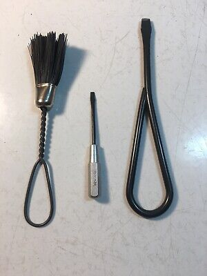 SINGER SEWING BLACKSIDE SCREWDRIVERS 120378 25537 AND A BRUSH 221 Featherweight