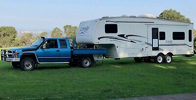 Caravan fifth wheel 28' one slide out and Chevy Silverado