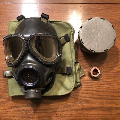 US Military M40 Gas Mask Preowned   Size M/L